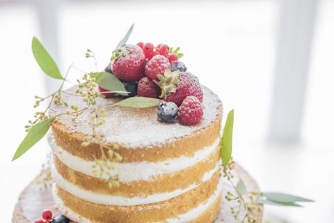 専属のパティシェがお二人の希望を叶えるウェディングケーキ