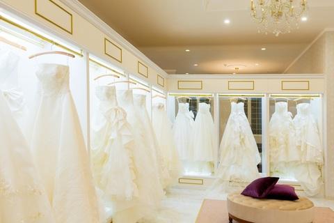 フォーシスアンドカンパニーのドレスサロンがインショップでご案内できます♪トレンドの新作ドレスがたくさん揃ってます