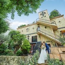 「プラチナ通り」の優雅な並木道に佇む古城のようなレストラン!