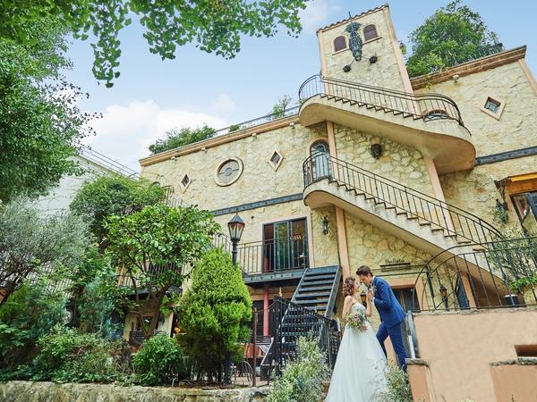 欧州の古城を彷彿とさせる一軒家が舞台。