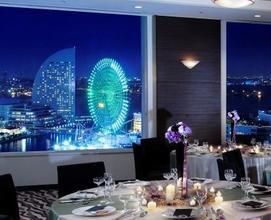 昼も夜も素敵なみなとみらいが一望できるレストランです♪